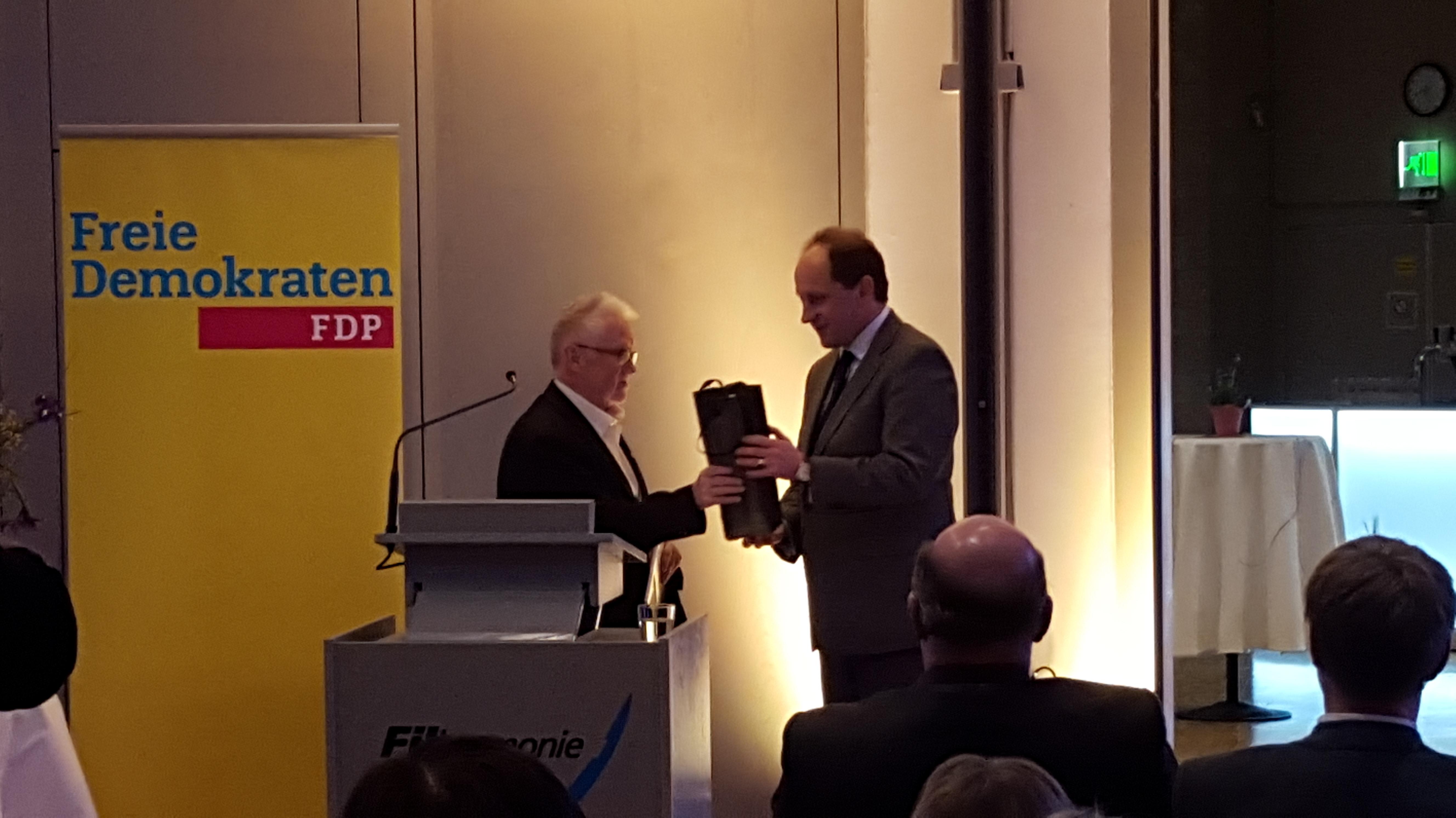 links: Johannes Jauch, Vorsitzender Freie Demokraten Filderstadt rechts: Alexander Graf Lambsdorff, Vizepräsident des Europäischen Parlaments